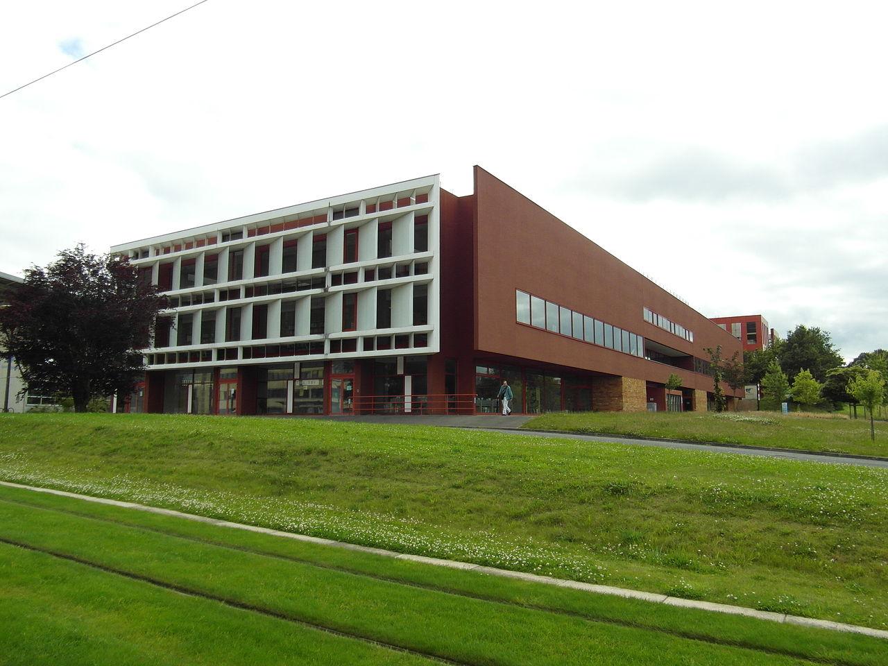 La bibliothèque de université du Mans.