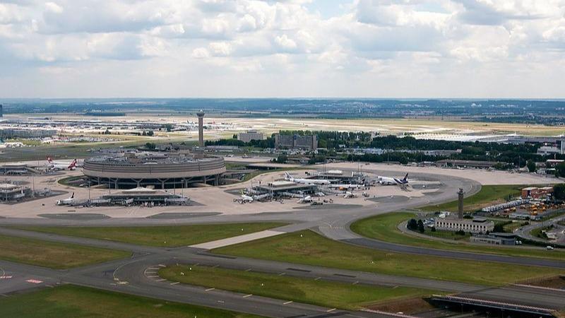 Aéroports parisiens : le trafic fortement perturbé après une panne...