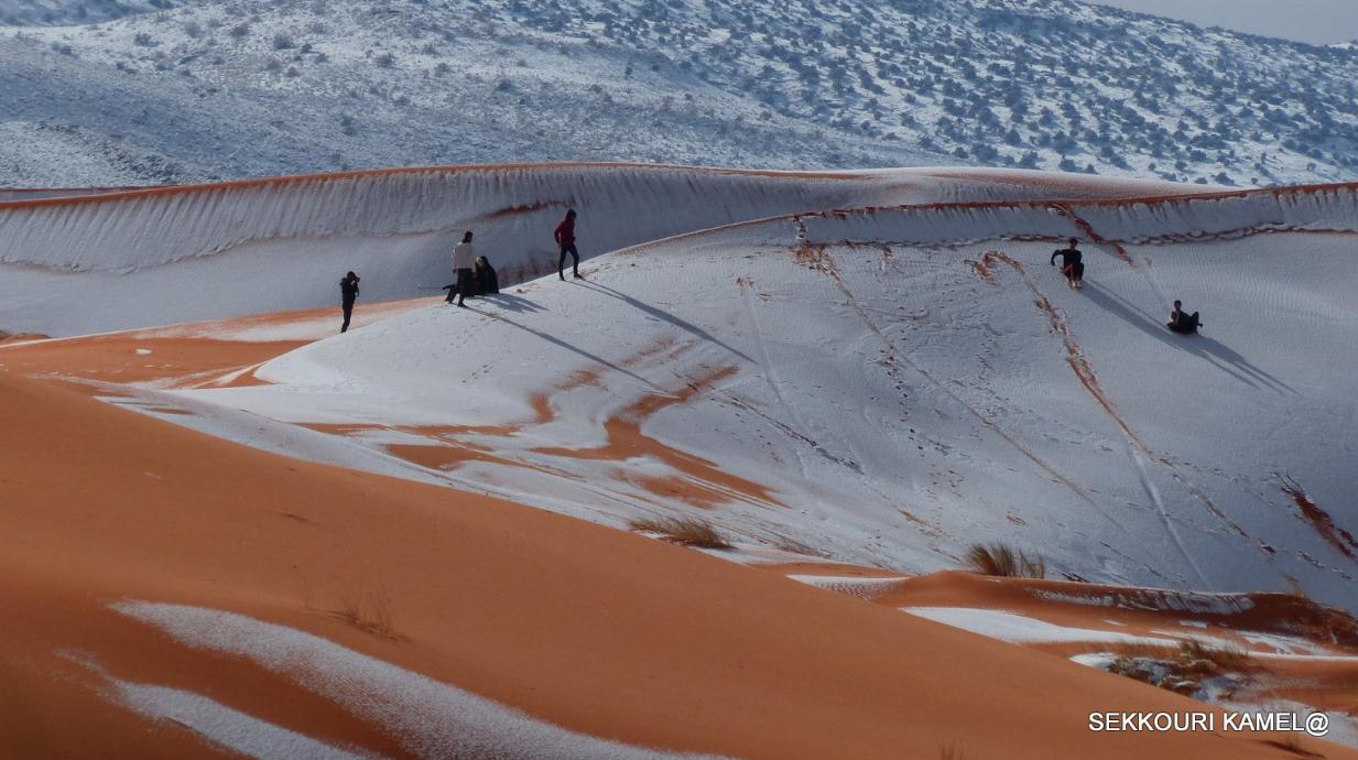(Photos) Les dunes du Sahara algérien sous la neige!