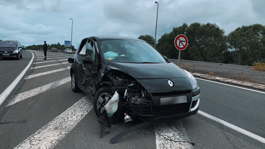 Batmobile - Renault Scenic accidentée.png (875 KB)