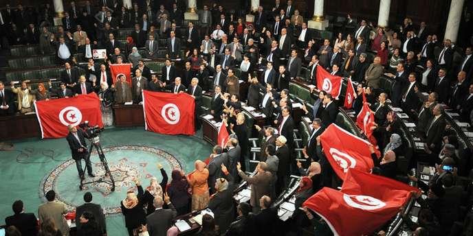 adoption de la constitution en Tunisie 2014