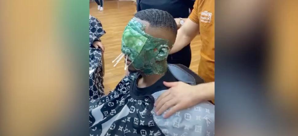 S'épiler le visage entier avec de la cire, la nouvelle tendance virale de TikTok (Vidéo) - Voltage